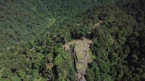 Panning hommelmening van de Verloren Stad, oude plaats in Colombia in de wildernis stock videobeelden