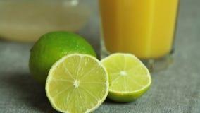 Panning nad składnikami dla czekoladowego mousse z pomarańcze galaretą zbiory
