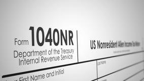 Panning over een 1040NR-Belastingsvorm van IRS met Ondiepe Diepte van Gebied royalty-vrije illustratie