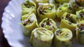 Panning strzał indianin - Gujarati jedzenie wymieniał Khandvi zbiory