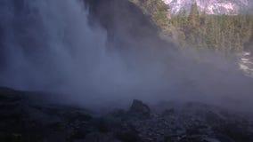Panning strzał Yosemite Spada w cieniu zbiory