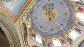 Panning van plafond van orthodox de Kathedraal stock videobeelden