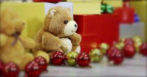 Panning VDO scène van nadruk bij teddybeer stock videobeelden