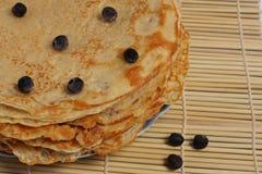 Pannkaka med blåbäret Arkivfoto