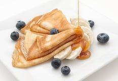 Pannkaka med blåbäret och honung Royaltyfria Foton