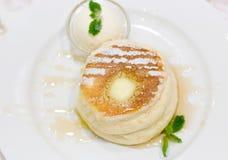 Pannkaka med icecream Royaltyfria Bilder