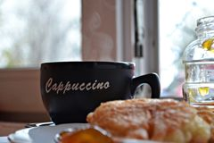 Pannkakor frukost och kaffe Royaltyfria Foton