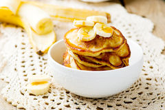 Pannkakor med bananen Royaltyfri Foto