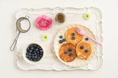 Pannkakor med blåbär Arkivbild