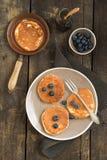 Pannkakor med blåbär royaltyfri bild