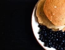 Pannkakor med blåbäret Royaltyfri Foto