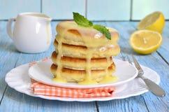 Pannkakor med citronsås Royaltyfri Fotografi