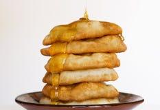 Pannkakor med honung Royaltyfri Bild
