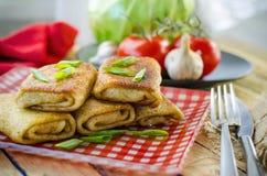Pannkakor med meat Arkivbilder