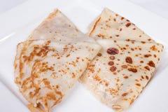 Pannkakor som är välfyllda med kött och champinjoner Royaltyfri Bild