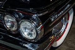 Pannlampa av den i naturlig storlek bilen Pontiac Bonneville, 1960 Royaltyfri Bild