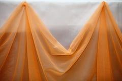 Panno arancio del tessuto e dettaglio bianco della decorazione della parete Fotografie Stock Libere da Diritti