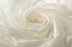 Panno bianco brillante piegato sotto forma di una spirale Immagine Stock Libera da Diritti