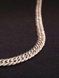 Panno d'argento del nero della collana parziale Fotografie Stock