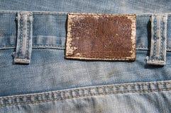 Panno delle blue jeans con il contrassegno di cuoio Fotografia Stock Libera da Diritti