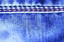 Panno delle blue jeans con la scenetta di struttura del fondo della cucitura Fotografia Stock Libera da Diritti