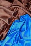 Panno di seta blu e marrone degli ambiti di provenienza astratti ondulati Fotografie Stock Libere da Diritti