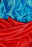 Panno di seta blu e rosso degli ambiti di provenienza astratti ondulati Fotografie Stock