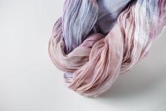 Panno rosa porpora di colore torto nella spirale Immagini Stock