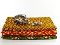 Panno tailandese tradizionale con la fascia d'argento Fotografia Stock