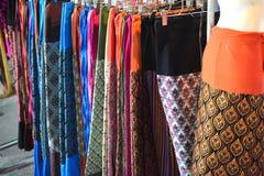 Panno tradizionale tailandese dei tessuti nel deposito di modo immagini stock libere da diritti