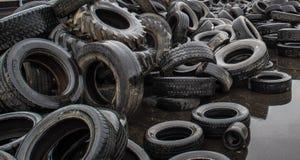 Pannor för pyrolys, att bearbeta och förfogande av gamla gummihjul Industriellt foto Royaltyfria Foton
