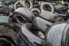 Pannor för pyrolys, att bearbeta och förfogande av gamla gummihjul Industriellt foto Royaltyfria Bilder