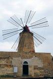 pannor saltar den trapani windmillen Arkivfoto