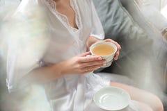 Panny młode ranek, herbata dla śniadania zdjęcia stock