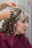 Panny młode robią fryzurze Fotografia Stock