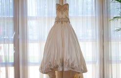 Panny młodej ślubna suknia obraz stock