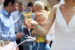 panny młodej mienie szampański szklany Zdjęcie Royalty Free
