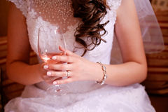 panny młodej mienie szampański szklany Obraz Royalty Free
