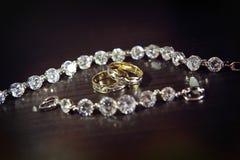Panny młodej obrączka ślubna i biżuteria Obraz Royalty Free