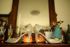 Panny młodej ` s ślubu buty fotografia royalty free