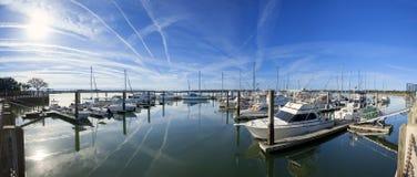 pano de 180 grados del puerto deportivo Imagenes de archivo