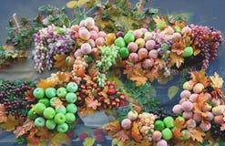 Pano de las frambuesas de los melocotones de las manzanas de las uvas Imagen de archivo