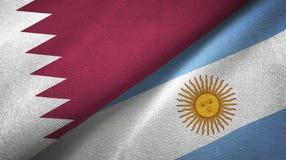 Pano de matéria têxtil das bandeiras de Catar e de Argentina dois, textura da tela ilustração royalty free