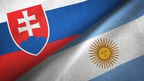 Pano de matéria têxtil das bandeiras de Eslováquia e de Argentina dois, textura da tela ilustração do vetor