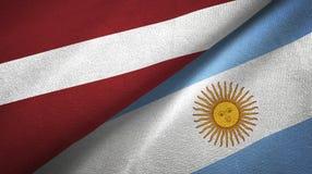 Pano de matéria têxtil das bandeiras de Letónia e de Argentina dois, textura da tela ilustração royalty free