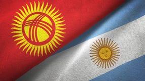 Pano de matéria têxtil das bandeiras de Quirguizistão e de Argentina dois, textura da tela ilustração do vetor
