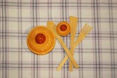Pano de tabela com objetos da cozinha foto de stock royalty free