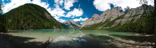 Pano del lago Kinney en Columbia Británica Fotografía de archivo