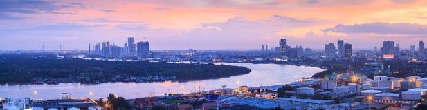 Pano del paisaje de la región metropolitana de Chao Phraya River y de Bangkok foto de archivo