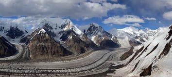 Pano du nord de glacier d'Inylchek, montagnes de Tian Shan Image stock